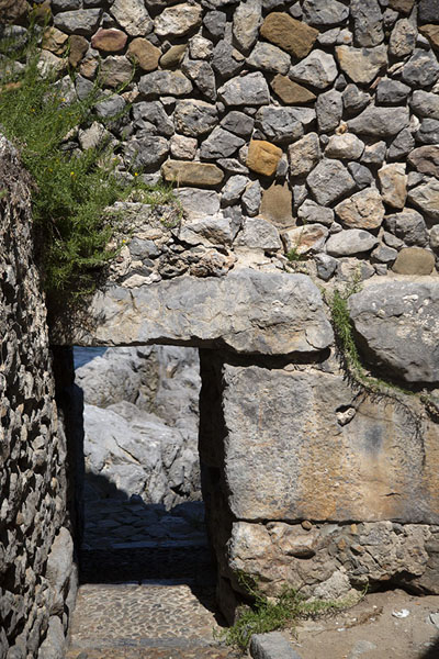 Photo de Entrance gate in the megalithic wallCefalù - l'Italie