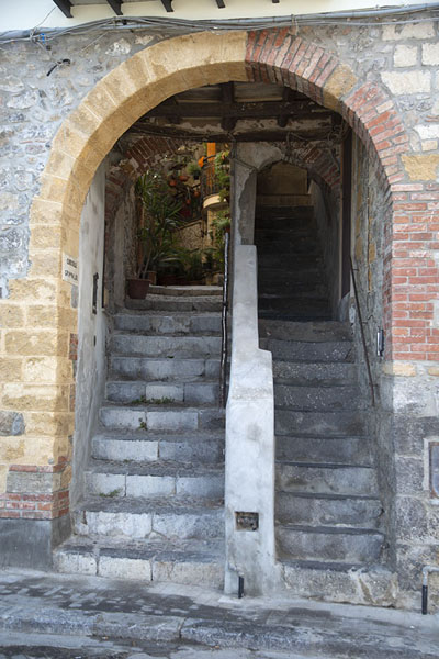 Foto van Alley with stairs in Cefalù - Italië - Europa