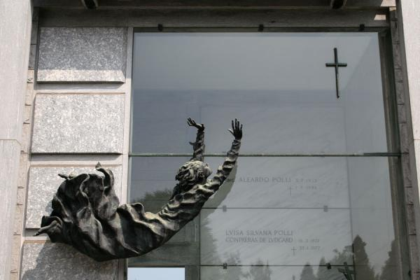 Modern-art tomb at the Cimitero Monumentale | Monumental Cemetery | Italy