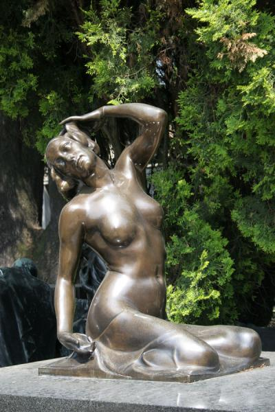 Sculpture of female nude in the Cimitero Monumentale | Monumental Cemetery | Italy