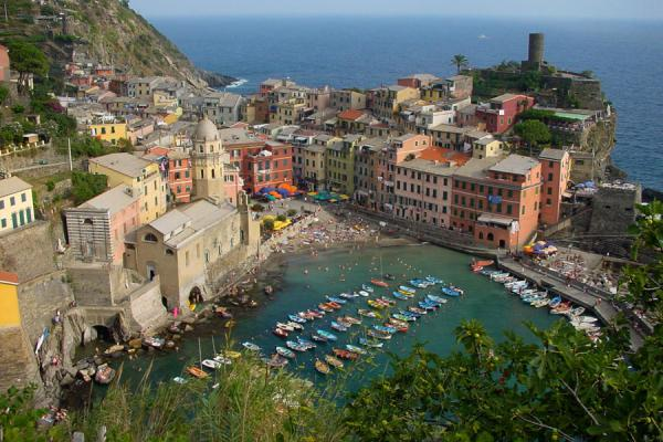 Picture of Vernazza: harbour, beach, village - Liguria