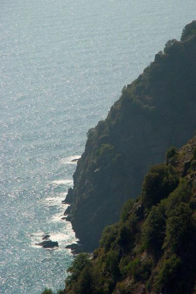 The rocky coastline dives steeply into the sea | Cinque Terre | Italy