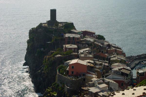 Picture of Vernazza perched on rock, Cinque Terre, Liguria