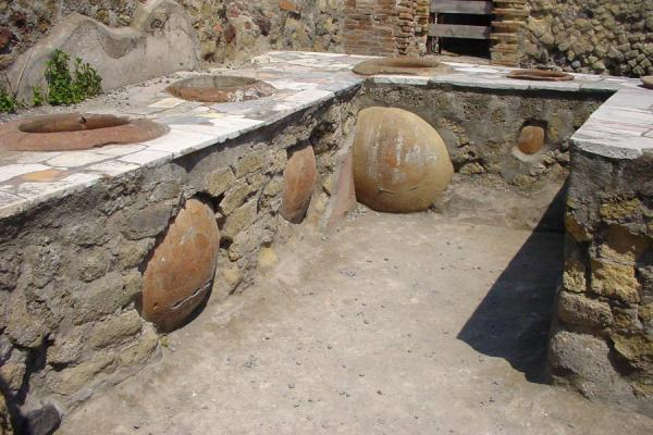 Picture of Pompei and Herculaneum (Italy): Herculaneum: storage pots