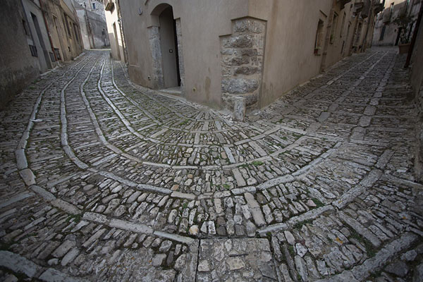 Streets paved with stones in Erice | Erice | l'Italie