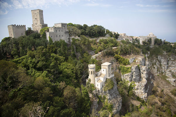 Foto van Overview of the Towers of Balio and the Torretta Pepoli, seen from the Castello di VenereErice - Italië