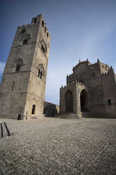 Foto van Torre Felipe II and the Chiesa Madre of Erice - Italië - Europa
