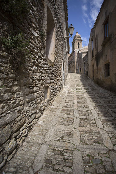 Bell tower above the stone streets of Erice | Erice | l'Italie
