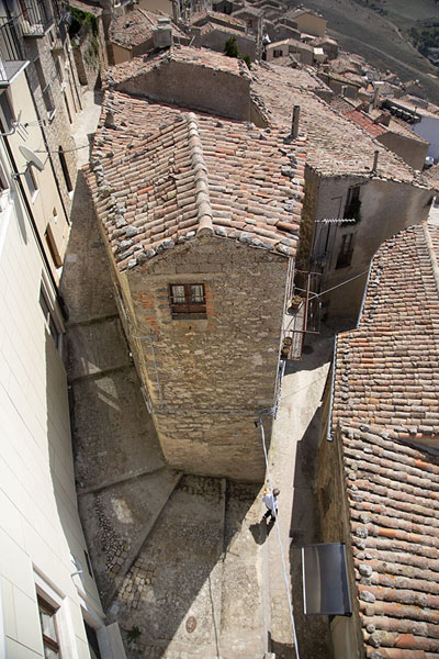 Looking down at the traditional houses of Gangi | Gangi | Italië