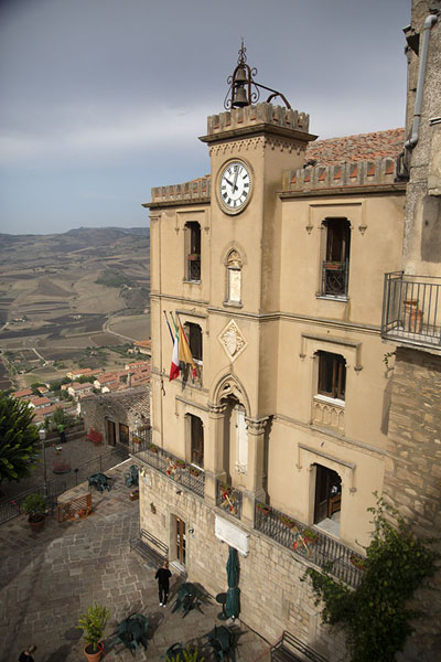 Foto van The Ventimiglia clocktower of GangiGangi - Italië