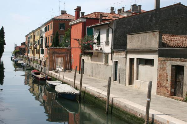 Foto de Typical canal in GiudeccaVenecia - Italia