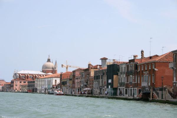 Foto de Giudecca boulevard seen from the boat on Giudecca CanalVenecia - Italia