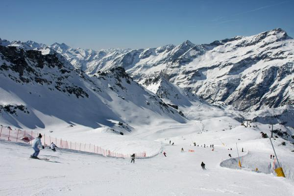 Picture of Monte Rosa skiing (Italy): Skiing down the Salati slope in the Gressoney valley