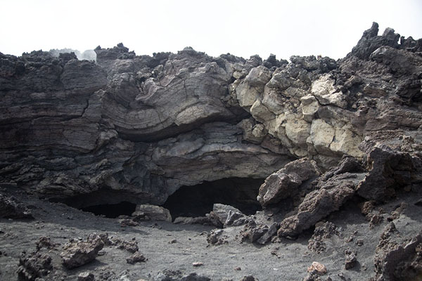 Photo de Solidified lava on the slopes of Mount EtnaMount Etna - l'Italie