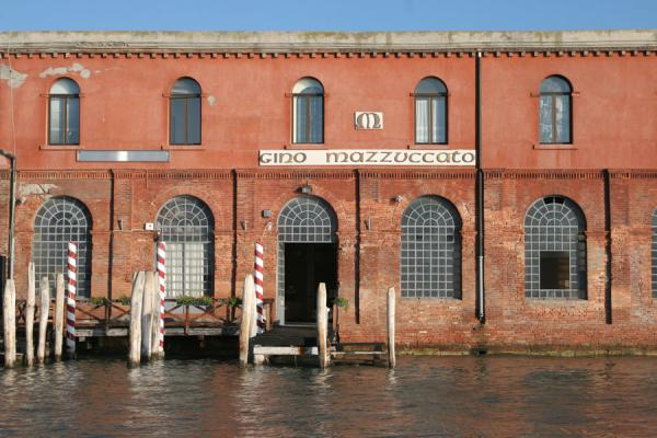 意大利 (Glass factory in Murano in the early morning light)