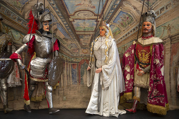 Sicilian royals in the shape of marionettes | Marionettenmuseum | Italië