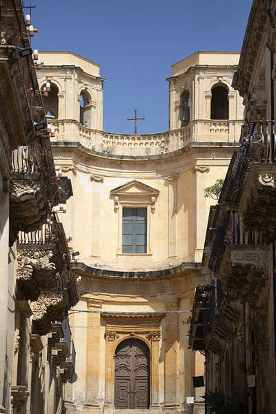 Looking at the Chiesa di Montevergine with the Palazzo Nicolaci di Villadorata on the left | Noto | Italy