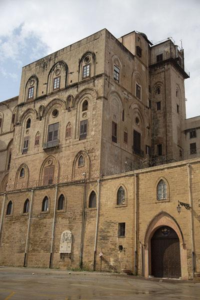 Foto di Looking up the Palazzo dei NormanniPalermo - Italia