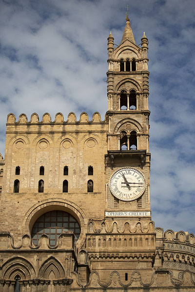 Foto van Palermo Cathedral bell tower with clock - Italië - Europa