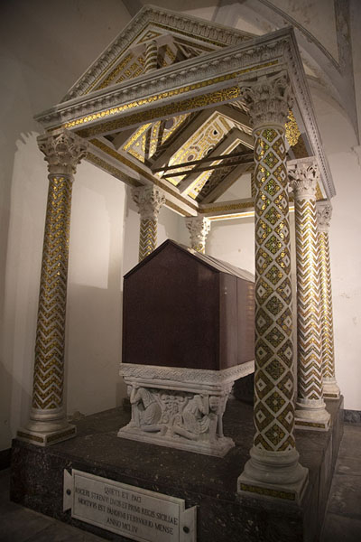 Grave of one of the royals buried in Palermo Cathedral | Palermo kerken | Italië