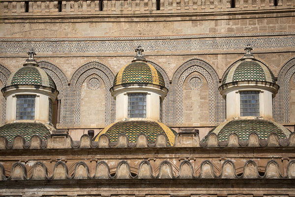 Cupolas on the side of Palermo Cathedral | Palermo kerken | Italië