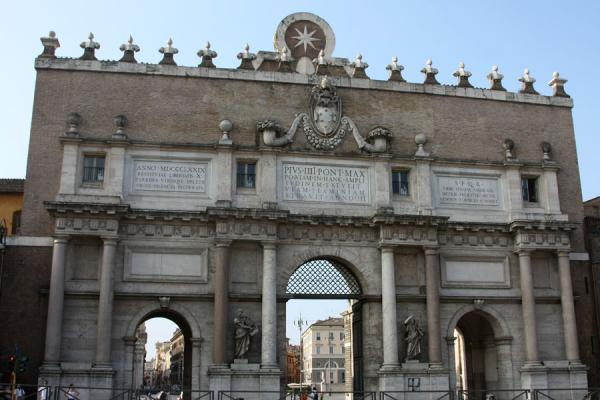 The Porta del Popolo, long time entrance to Rome from the north | Piazza del Popolo | Italia