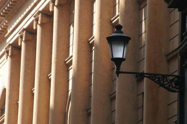 Picture of Pigna, Rome: lantern and columns in street