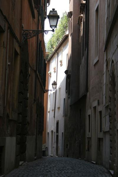 Narrow street in Pigna district in Rome | Pigna | Italy