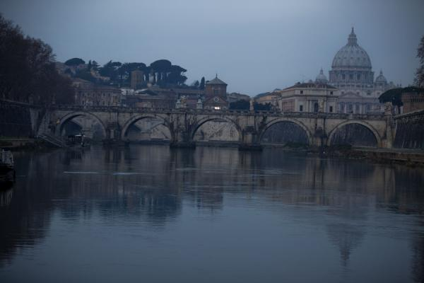 Early morning view of the Ponte Sant'Angelo with the St. Peter in the background | Ponte Sant'Angelo | Italy