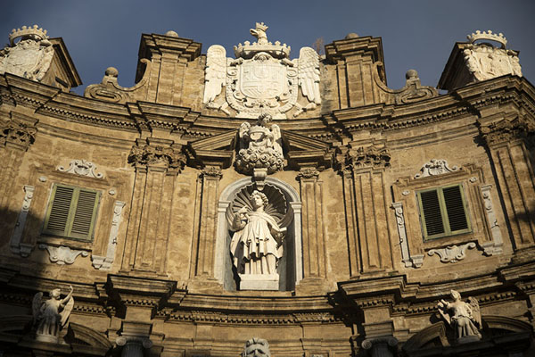 Foto di Sun shining full on the east side of Quattro CantiPalermo - Italia