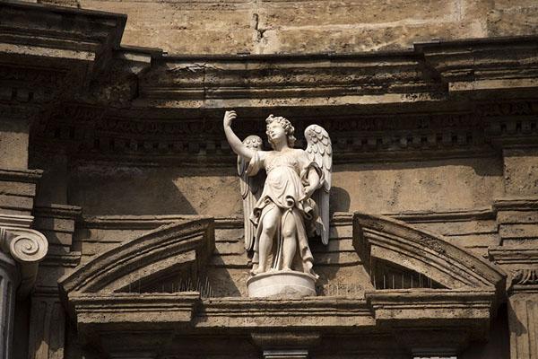 Foto di Close-up of sculpture on Quattro CantiPalermo - Italia