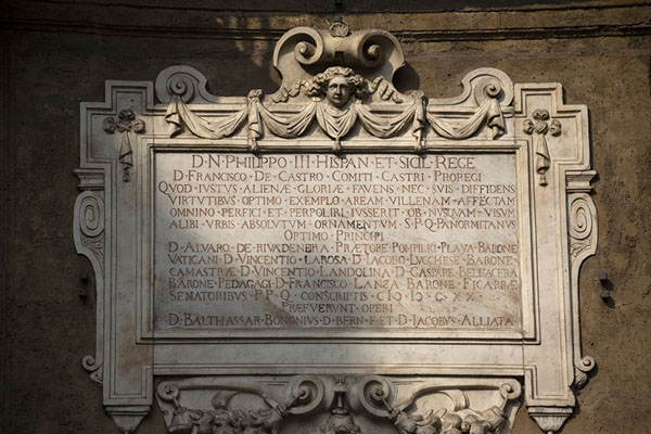Foto di Close-up of plaque on a wall of Quattro Canti dedicated to Philip IIIPalermo - Italia
