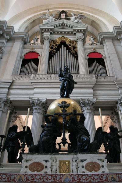 Picture of Statues and organ in San Giorgio Maggiore church