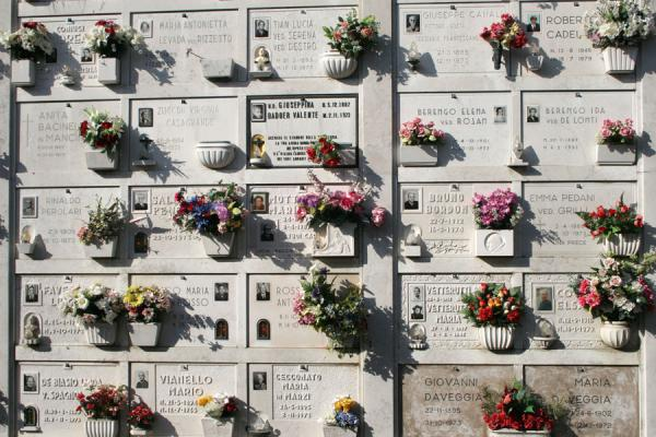 Picture of San Michele Cemetery (Italy): San Michele cemetery: one of the many walls with tombs