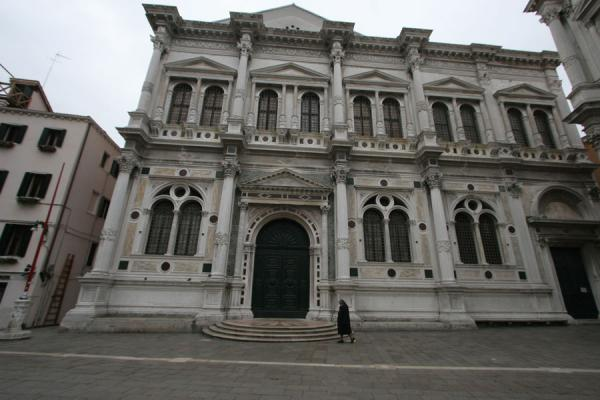 Nun walking past the Scuola Grande di San Rocco | San Polo | Italy