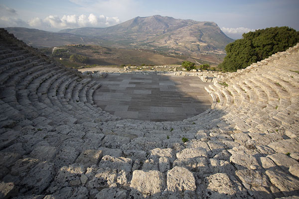 View of the mountains from the amphitheatre of Segesta - 意大利