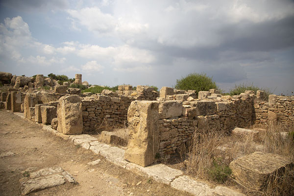 Photo de Ruins of shops near Temple DSelinunte - l'Italie