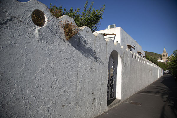 Whitewashed wall in Stromboli village | Stromboli village | Italy