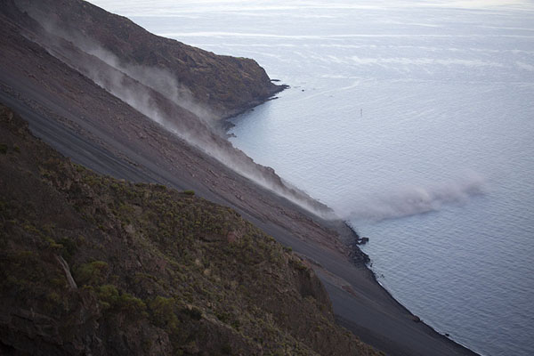 Foto van Trail of dust behind falling rocks on the Sciara del FuocoStromboli - Italië
