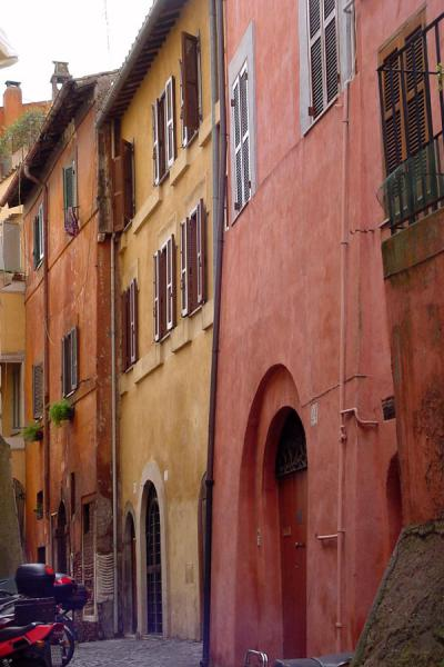 Picture of Trastevere (Italy): Trastevere: colourful alley - Rome