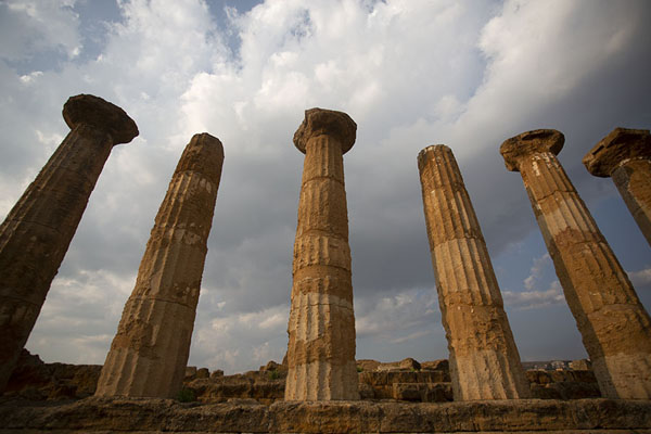 Photo de Row of columns at the Temple of HeraclesAgrigento - l'Italie