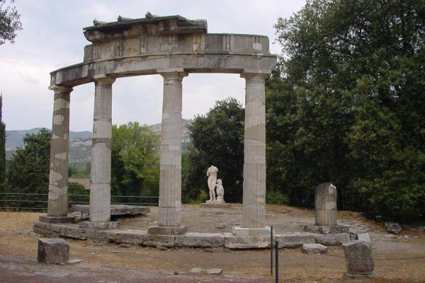 Temple of Venus with copy of the famous statue | Villa Adriana | Italy