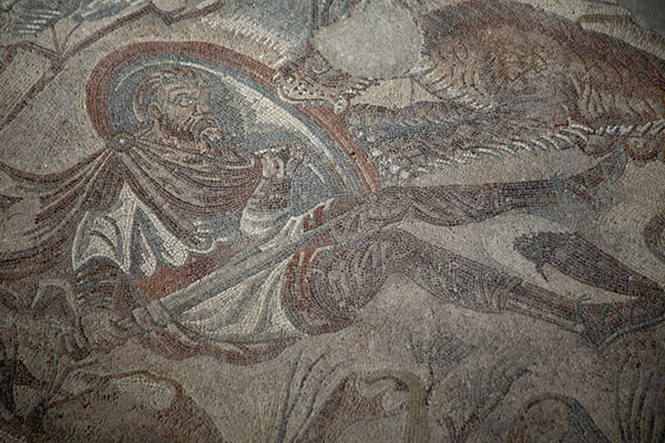 Foto van Hunter attacked by a lion in the hunting mosaicVilla Romana del Tellaro - Italië