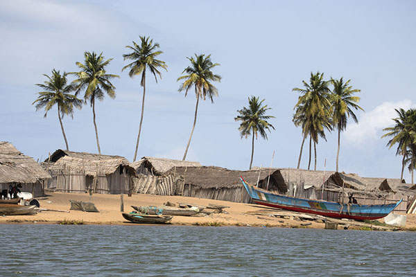 Photo de Small fishing village on the coastParc national d'Azagny - Côte d'Ivoire