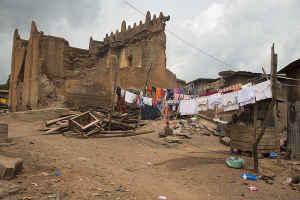 Ruins of the residence of Samory Touré with laundry line | Bondoukou | Ivory Coast