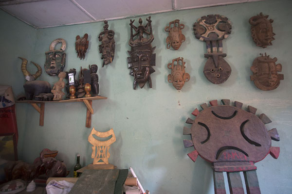 Foto van The director of the museum of Bondoukou has a private collection of local artifacts - Ivoorkust - Afrika