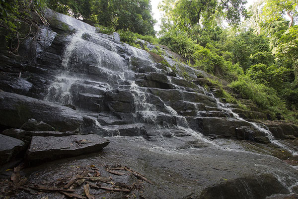 Photo de The waterfall comes down over a wide rockCascades de Man - Côte d'Ivoire