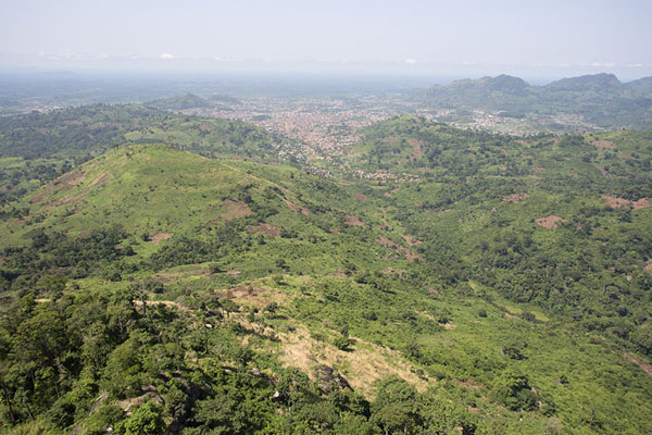 Foto de View from the Dent de Man, with the city of Man in the background - Costa Marfil - Africa