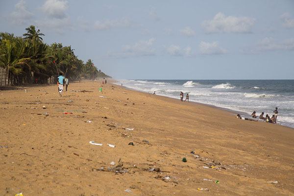 The beach of Jacqueville looking east | Jacqueville | Côte d'Ivoire