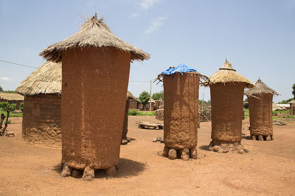 Picture of Niofoin (Ivory Coast): Harvests are kept in these adobe containers